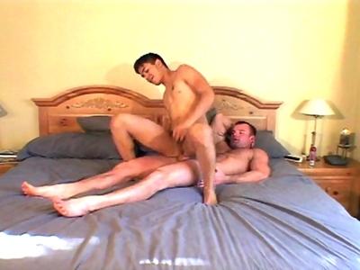 Video premiere sodomie gay dévastatrice pour un minet homo qui adore se faire enculer !