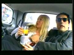 Vieille femme mûre baise en voiture