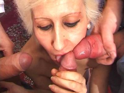 2 grosses bittes pour une vieille mamie