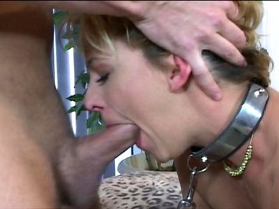 Une bonne salope très bien foutue a une envie folle de baise et de domination. L