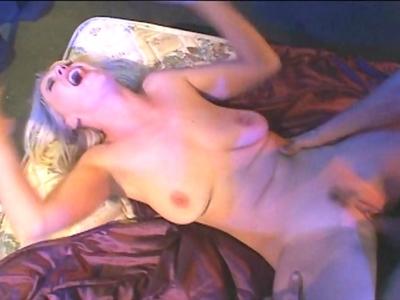 Hanna Harper est une vraie salope avec un corps de déesse et une face d'ange. Bl