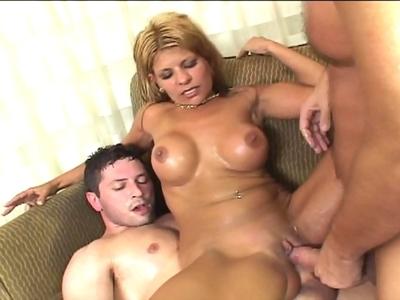 Porno Blondes Rio Maria se prend une double pénétration